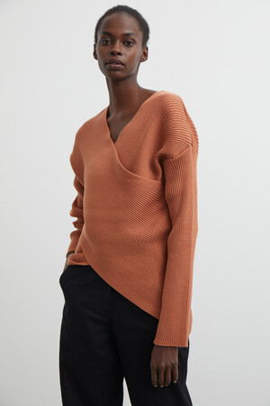 CROSSOVER KNIT SWEATER - Thumbnail