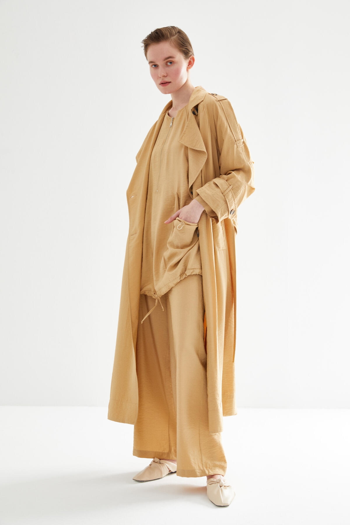 OVERSIZED TRENCH COAT WITH PLEATED ARM