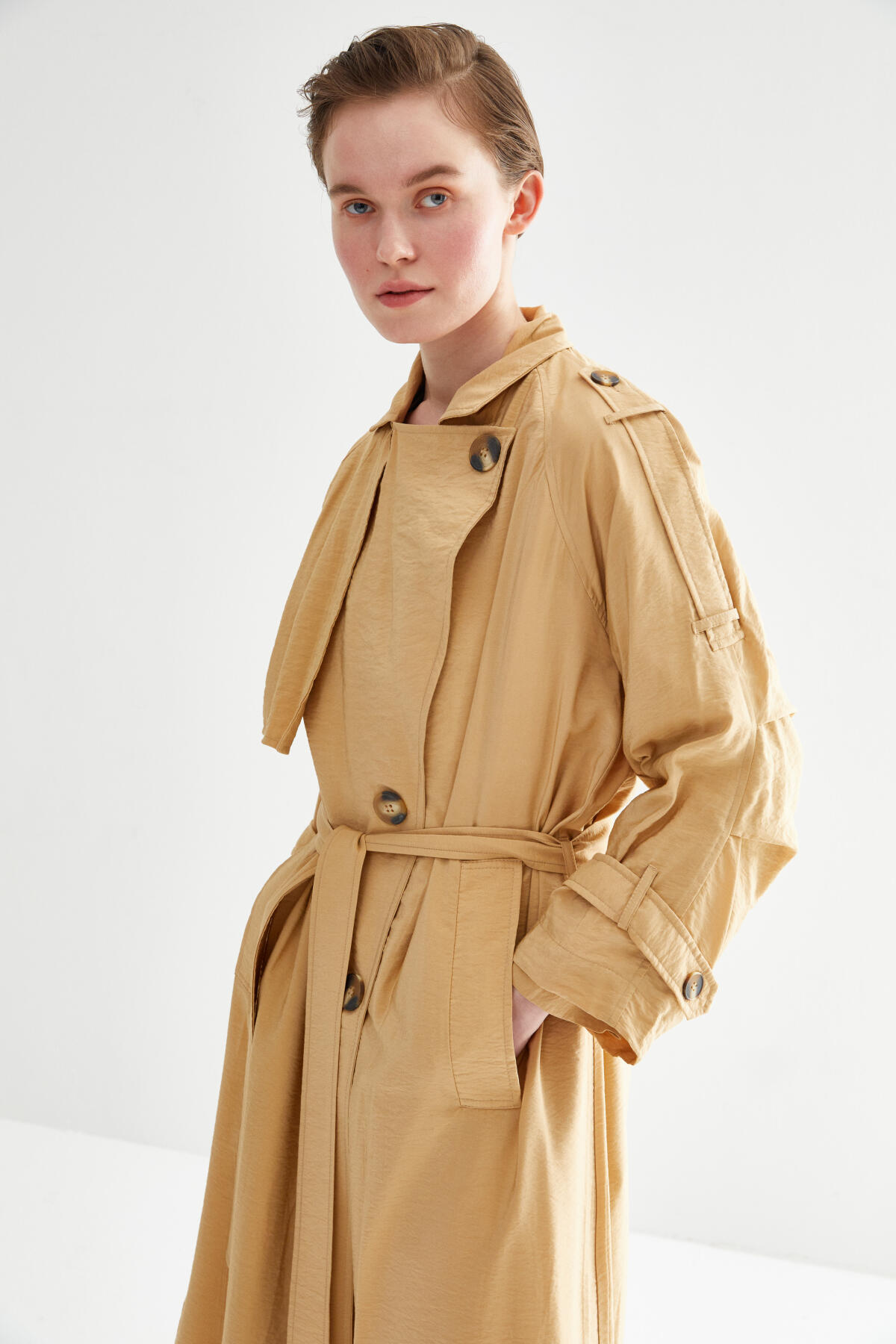 Kevser Sarıoğlu - OVERSIZED TRENCH COAT WITH PLEATED ARM