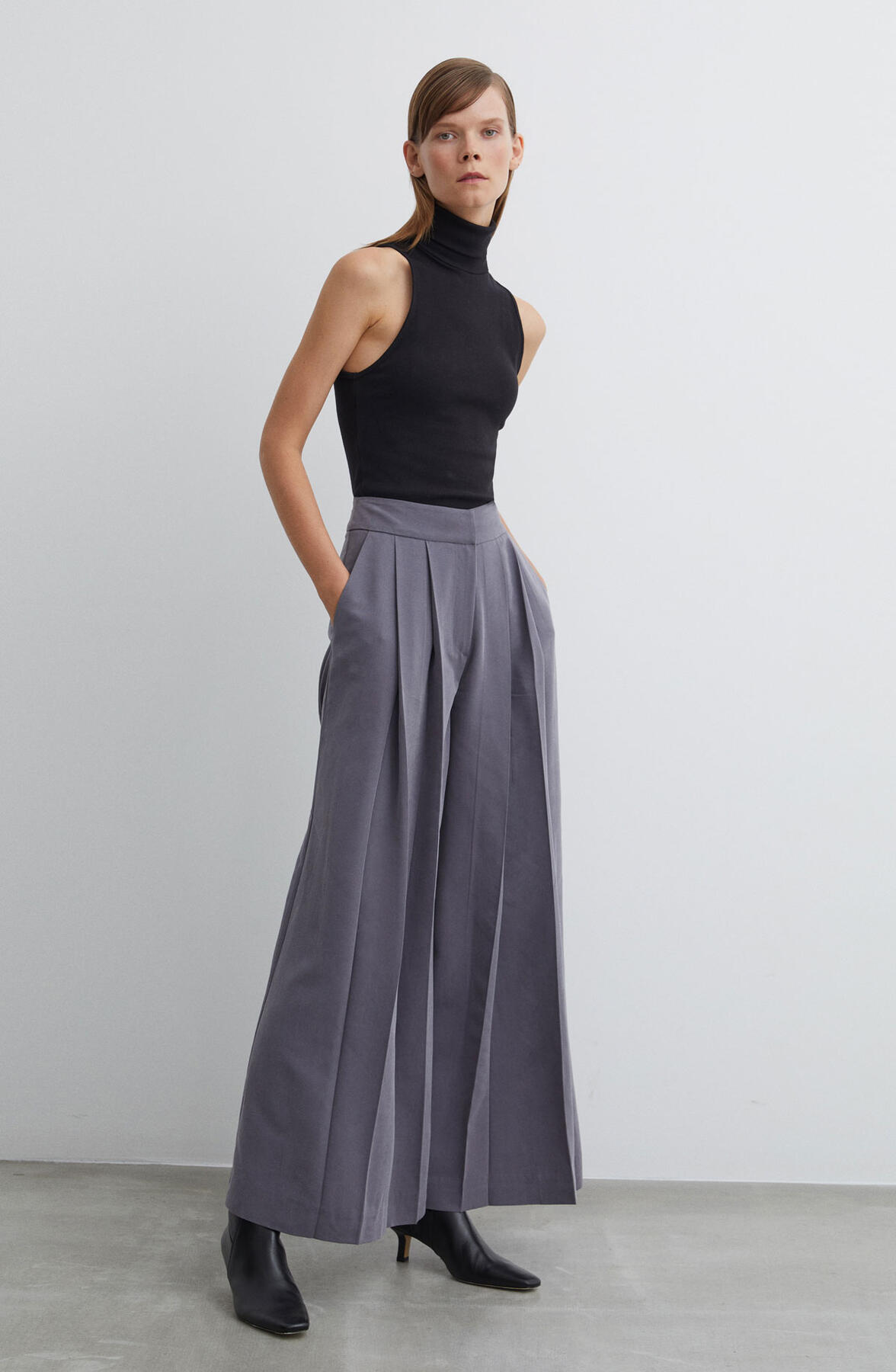 HIGH WAIST PLEATED PANTS