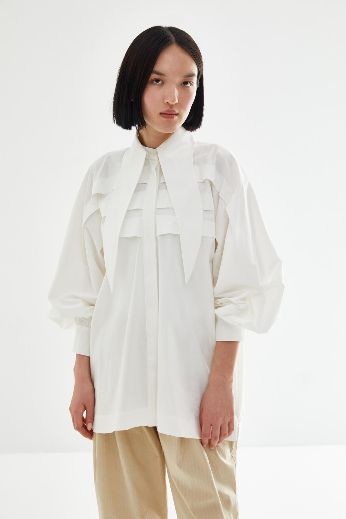 - LONG NECK POPLIN SHIRT